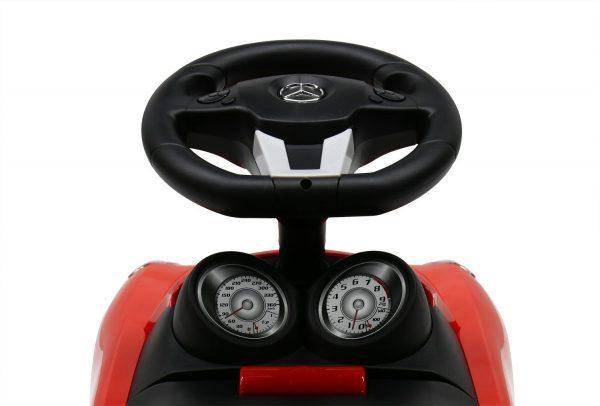 Guralica Mercedes volan